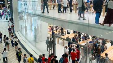 Así disfrutaron las personas de la nueva apertura de la tienda Apple en el aeropuerto de Singapur
