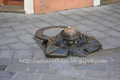 Bronze statues of Bratislava 4