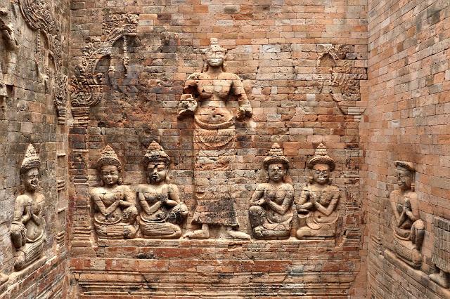 Bas relief in Prasat Kravan Siem Reap