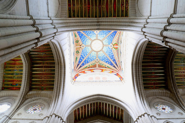 colorful-interiors-of-almudena-cathedral