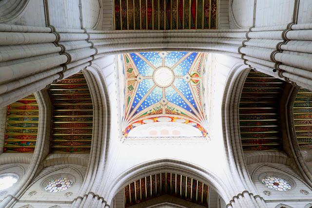 colorful-interiors-of-almudena-cathedral