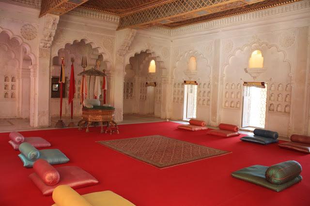 durbar-takhat-meherangarh-fort Meharangarh Fort Pictures