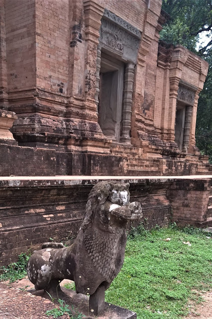 Lion at entrance to Central Tower of Prasat Kravan in Angkor