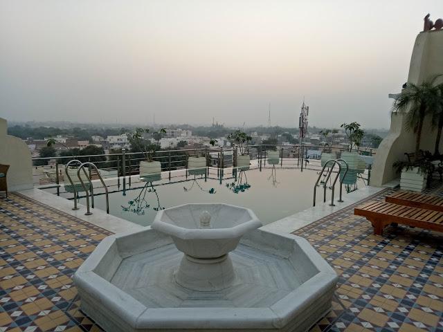 pool-in-narendra-bhawan