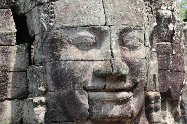 Smiling Face of Bayon Temple History