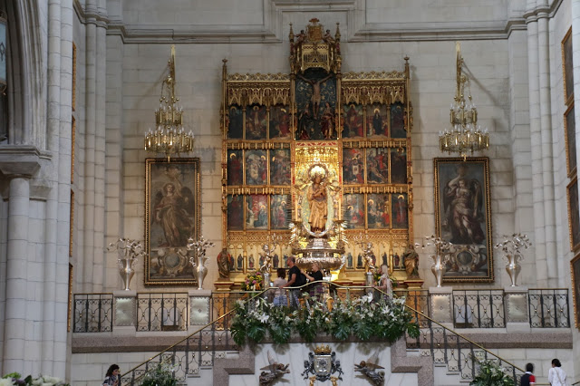 visit-to-almudena-cathedral-2