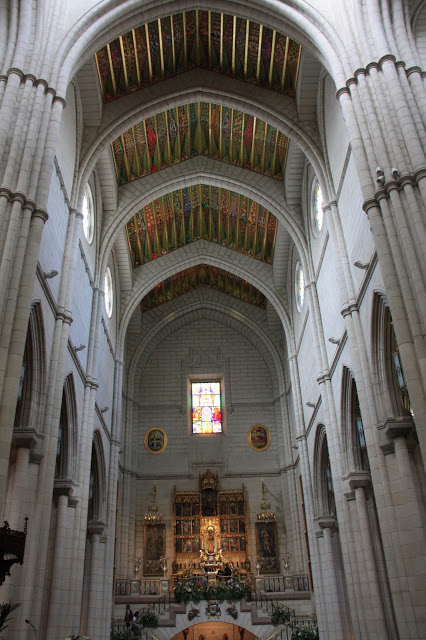 visit-to-almudena-cathedral
