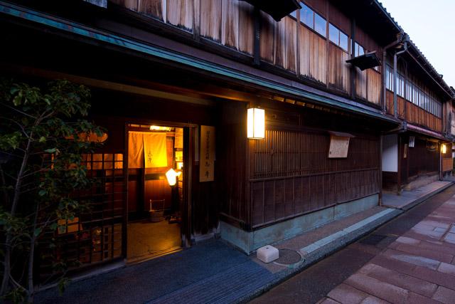 img via http://www.kanazawa-kankoukyoukai.or.jp/