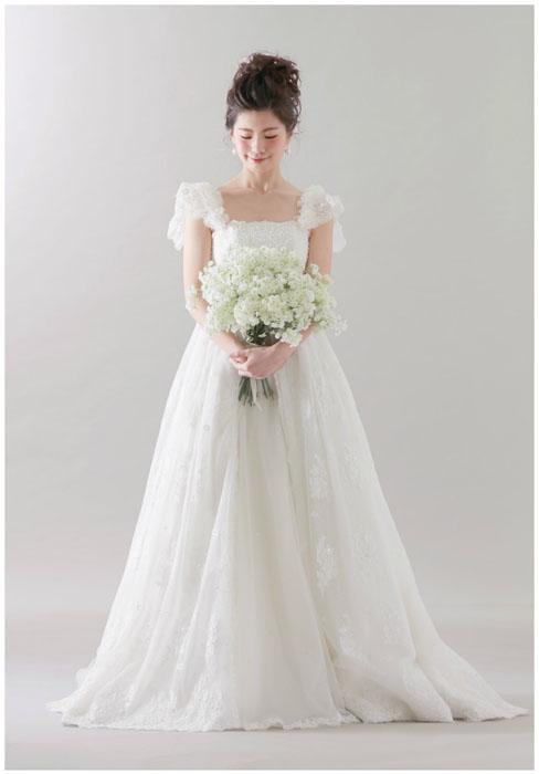 前撮りフォトウエディングが出来るISHIKURI PHOTO STUDIOのパフスリーブドレス