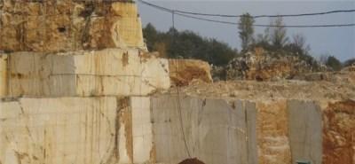 botticino-fiorito-marble-quarry-quarry1-3272b