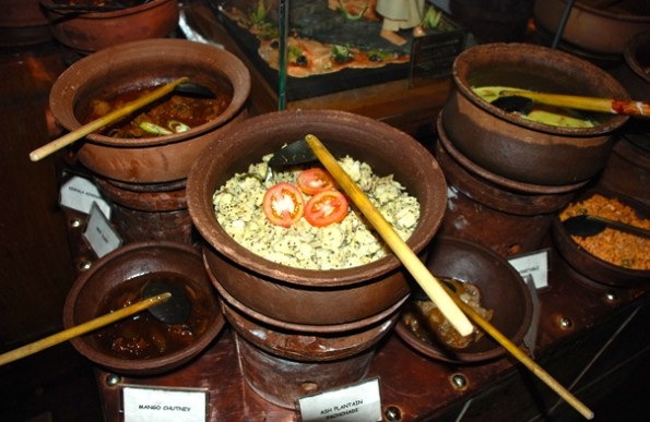 Traditional Srilankan food served in wooden claypots