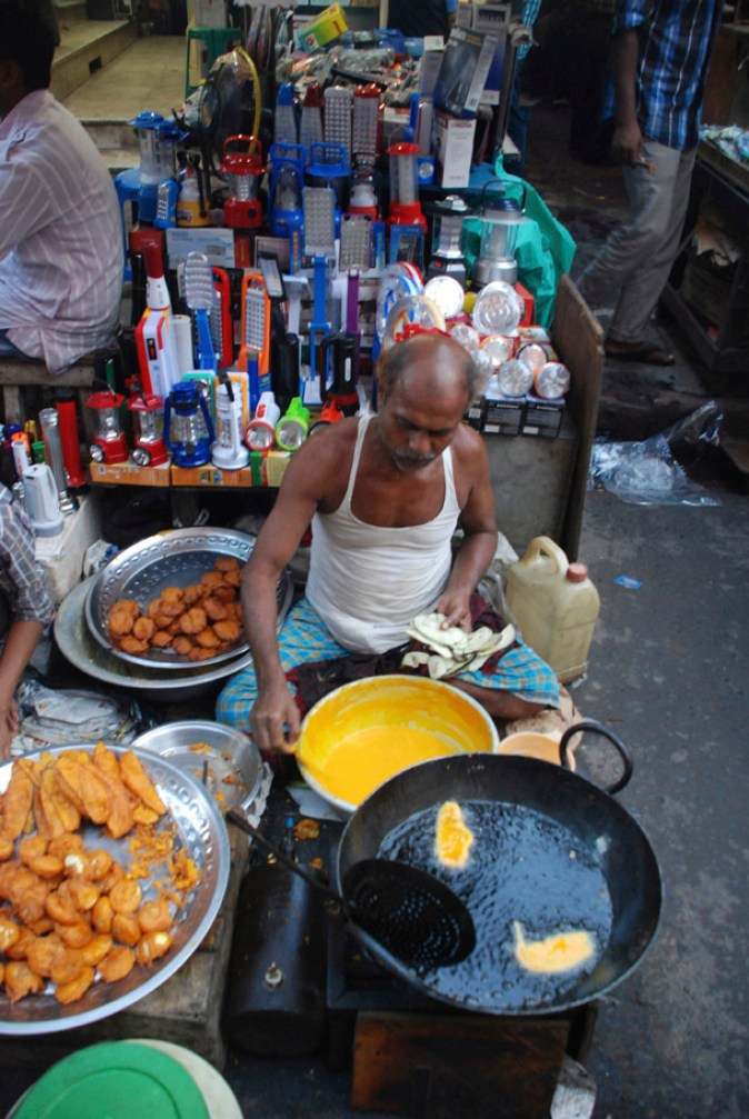 Pakoras being fried for Iftar; Chandni Chowk