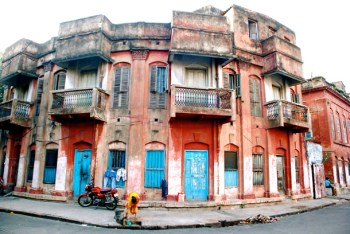 A dilapidated house in North Kolkata