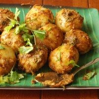 Spicy Baby Potatoes or Aloor Dum - Kolkata Street Style!