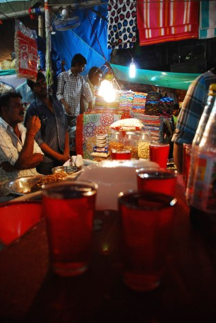 Drinks on the streets... Ramadan Walk with Calcutta Walk