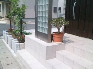 石月石材 玄関の施行例