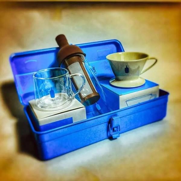 ブルーボトルのグッズ勢揃い!…してみたけど、入りませんでした。#bluebottlecoffee #bluebottle #holidaycollection #kiyosumimug #trusco #ブルーボトルコーヒー #ブルーボトル #coffeebreak #coffeegram (by Instagram)