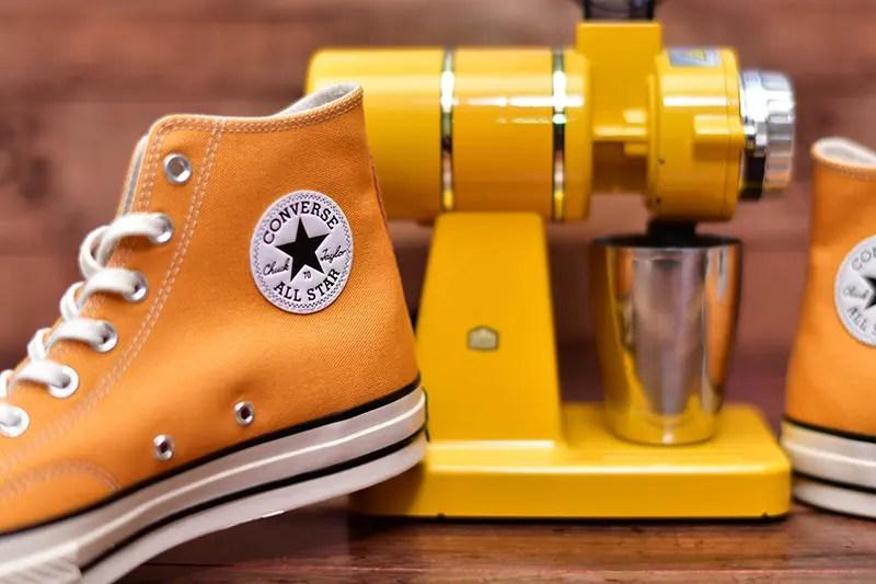 真っ黄色のコーヒーミルと黄色を比較