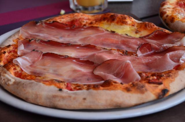 Pizza with prosciutto