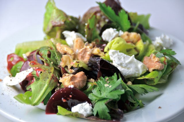 Beet Salad With Goat Cheese And Walnuts