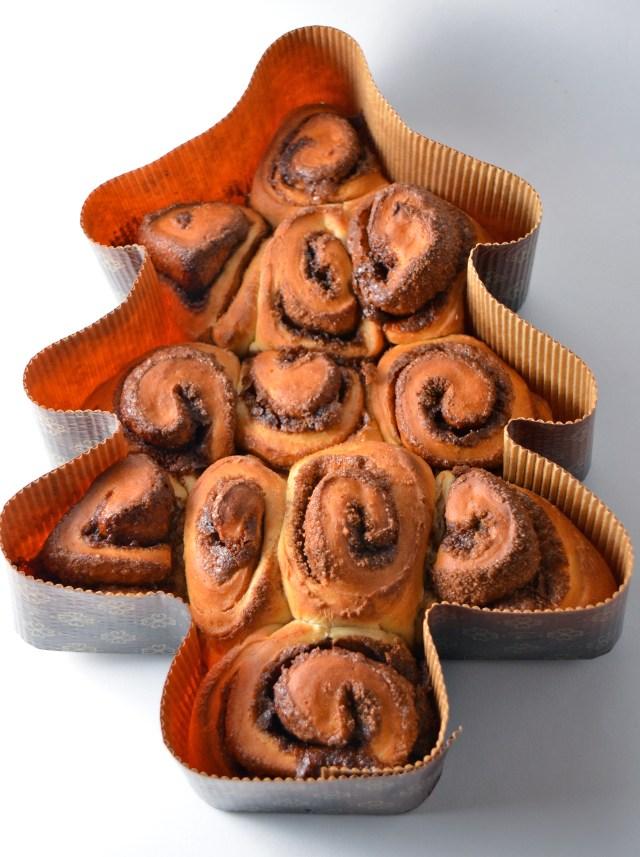 Christmas Tree Cinnamon Buns