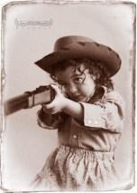 Elizabeth Benavente as Annie Oakley