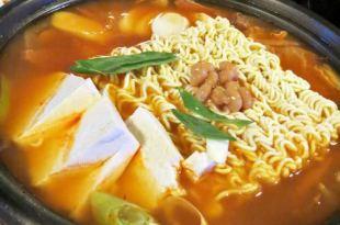 【韓國-首爾-鐘路區-惠化站】♫就是來韓國吃_部隊鍋、韓式豬腳、宴會麵、辣炒豬肉、海苔飯糰