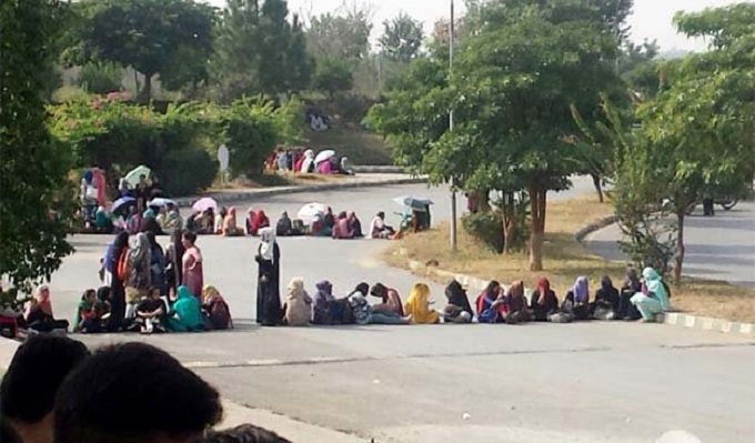 Female students of Islamic International staged demonstration against fresh restrictions