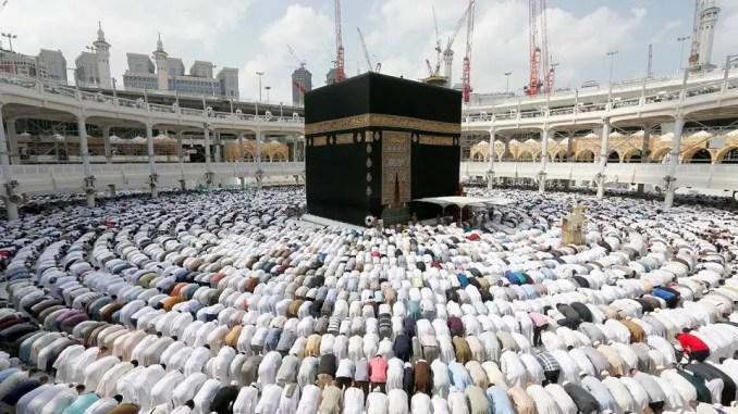 interesting story of hajr e aswad the black stone of kaaba islam