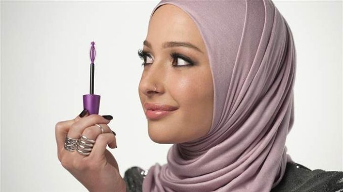 CoverGirl Features its First Hijabi ad Model