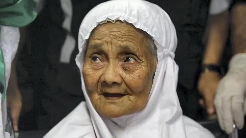 104 yrs old Mariah arrives for Hajj 2017