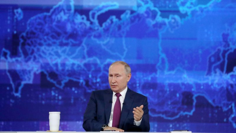Putin pushes Russians to get vaccines