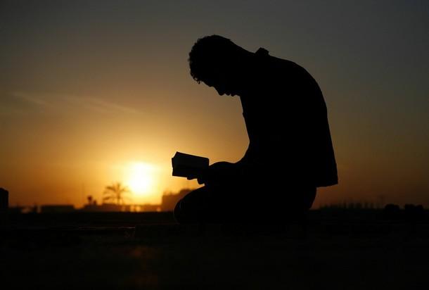 pengangguran terus berdoa