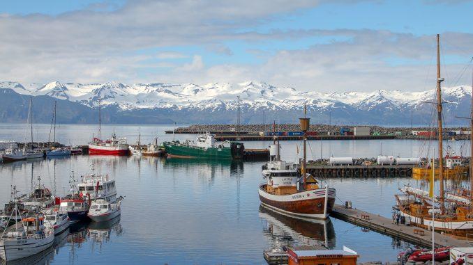 Húsavík e un orășel cu mai puțin de 2500 de locuitori de pe coasta nordică a Islandei. Foto: Christian Klein/Pixabay.com