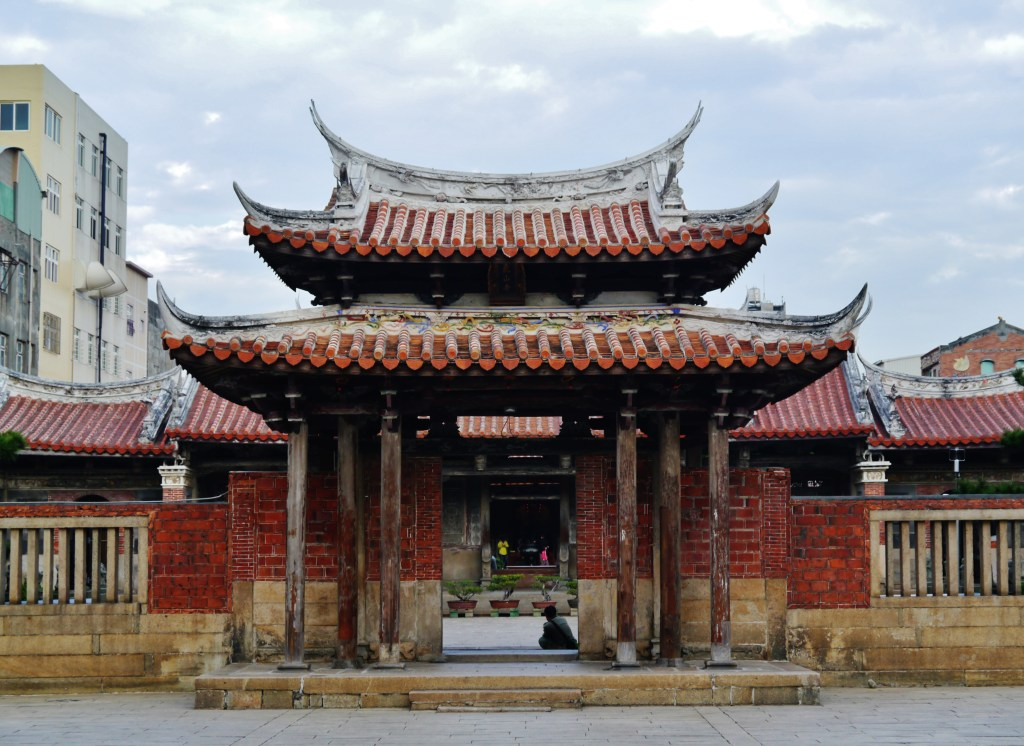 Photo: Lukang's Longshan Temple