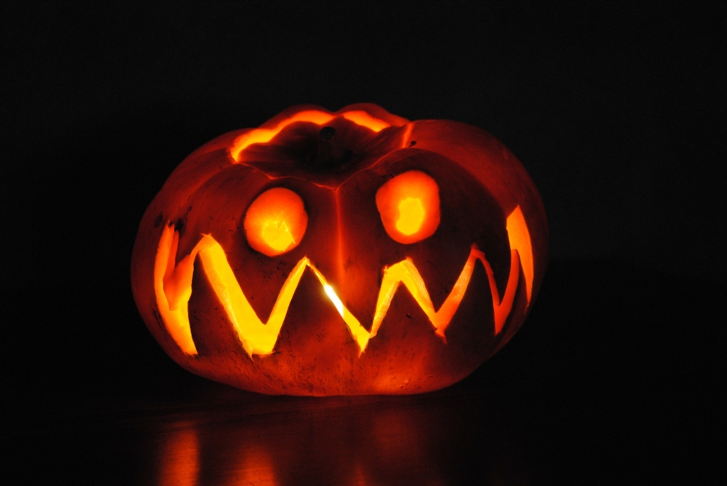 Picture of a jack-o-lantern in the dark