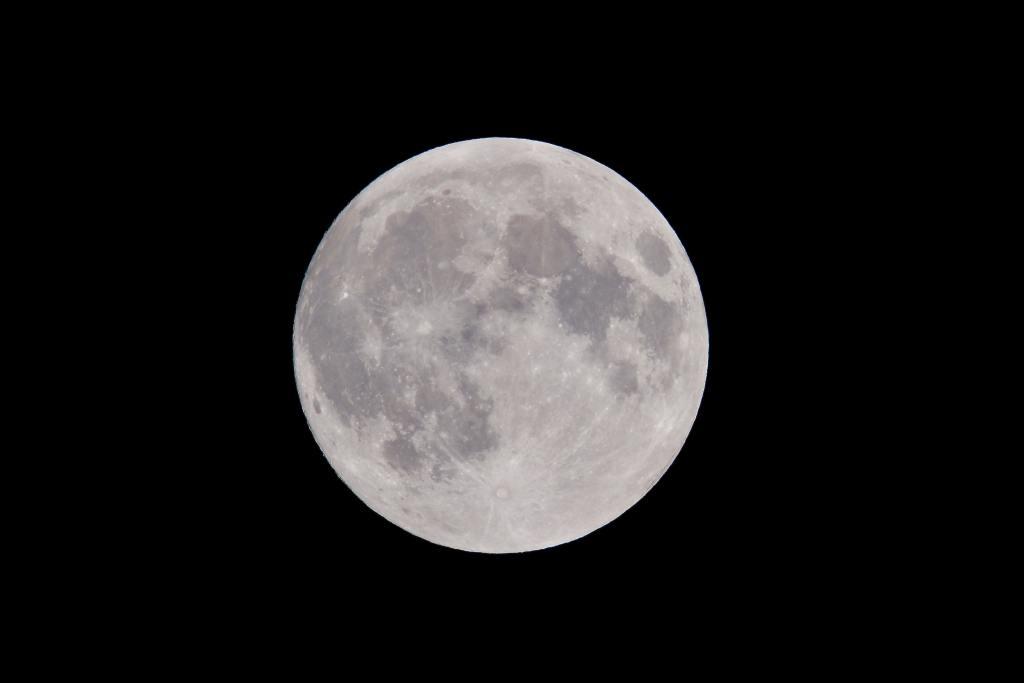 Photo: Full moon in night sky