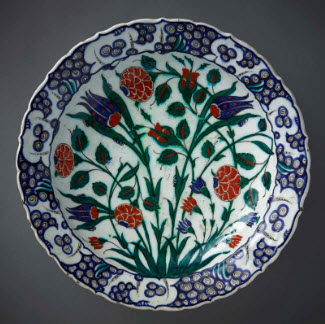 Dish, 16th century, Turkey, Ottoman period. Aga Khan Museum