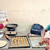 Aga Khan Foundation fights malnutrition in Nizamuddin Basti with healthy snacks