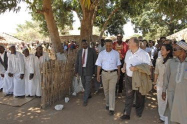 Mawlana Hazar Imam walks through the village of Natugo, in Cabo Delgado, passing the village mosque, the primary school supported by Aga Khan Foundation and the Literacy Centre. Photo: AKDN/Gary Otte