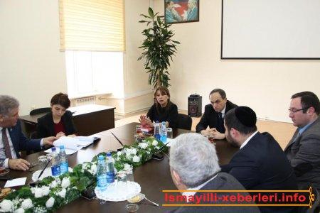 Holokost faciəsinə həsr edilən dəyirmi masa