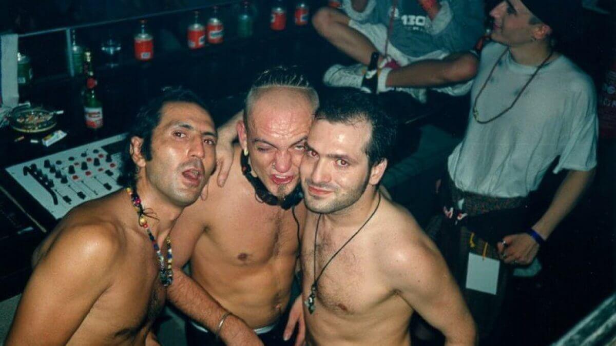 Este documental te llevará al delirio electrónico de los raves de Berlín en los 90