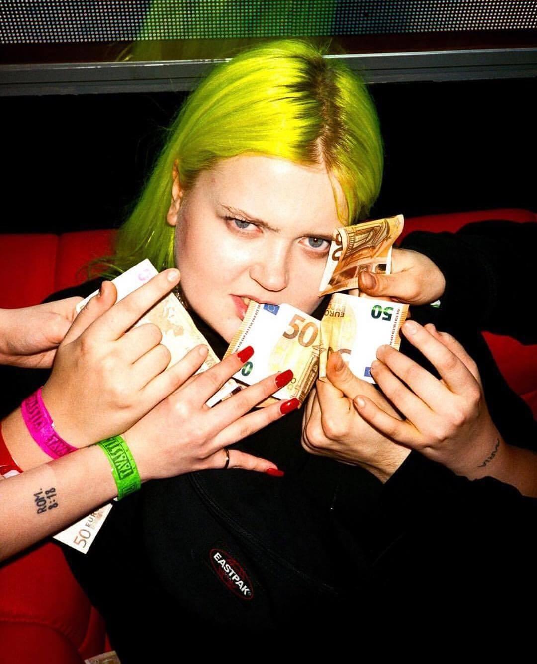 MOR.BO riot: ALMA, la finlandesa cybergoth que le pone punk al género pop