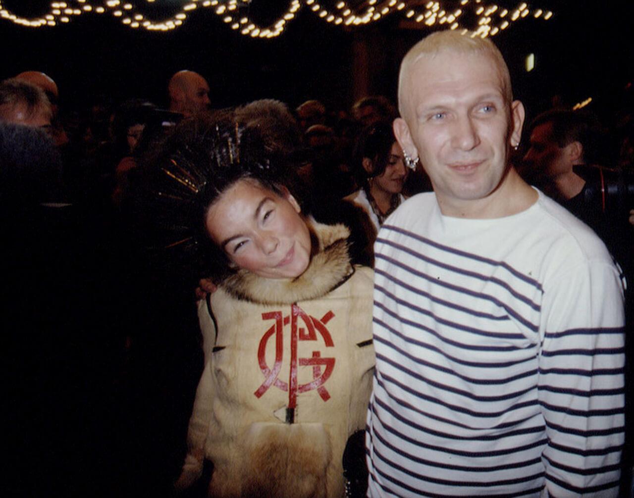 Esto fue lo que sucedió cuando Björk fue modelo de pasarela para Jean-Paul Gaultier