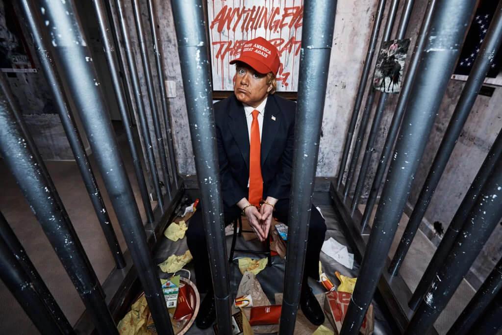 Así fue como un colectivo artístico anarquista transformó una suite del Hotel Trump en una prisión