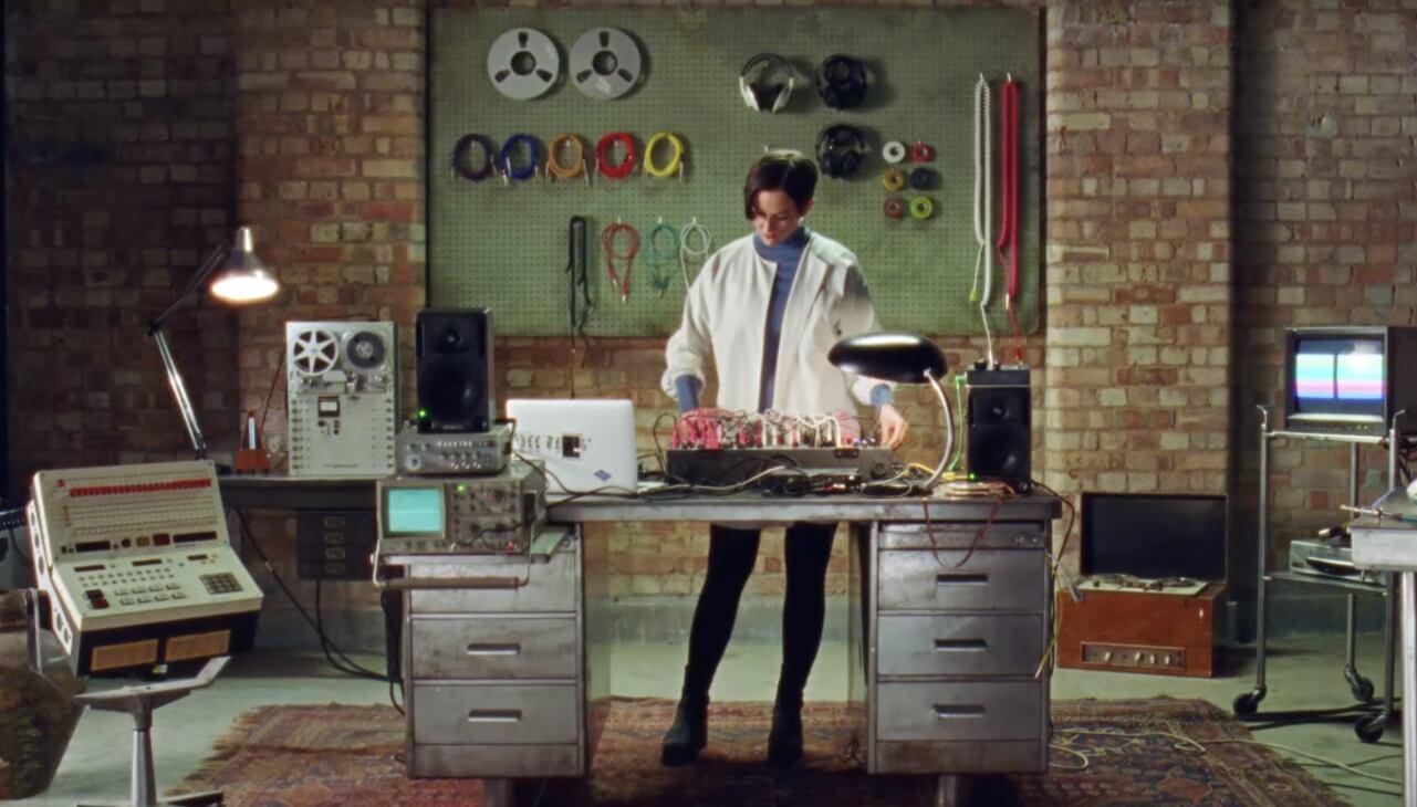 """""""The Science of Sound"""", la serie web retro que te da clases de música electrónica en un viaje psicodélico"""