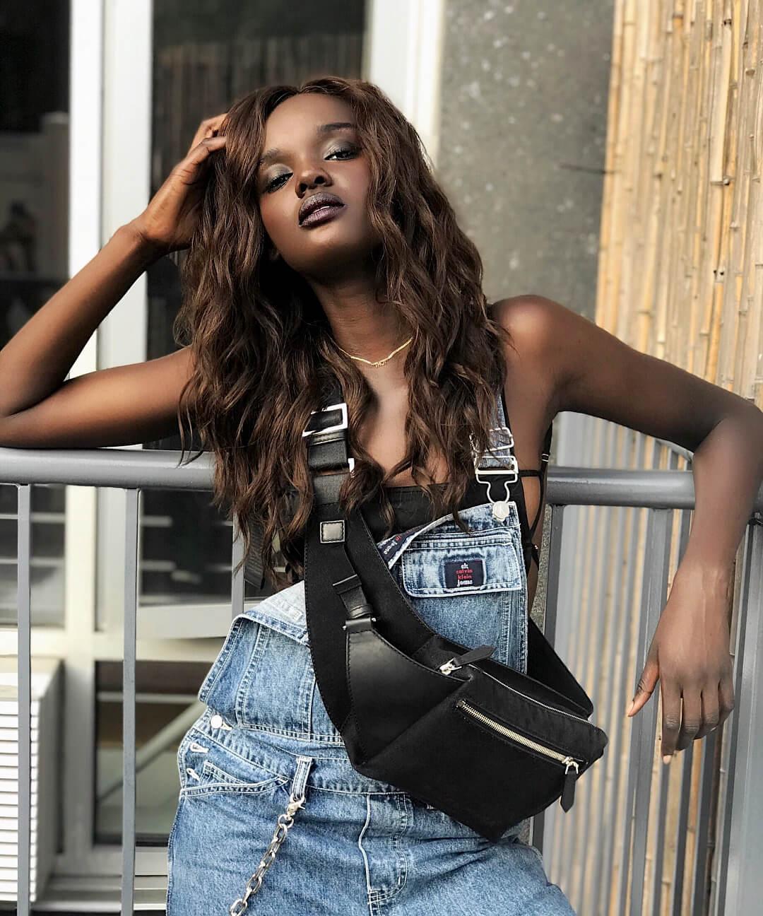"""Duckie Thot, la """"Black Barbie"""" refugiada de Sudán que triunfa en el mundo de la moda"""