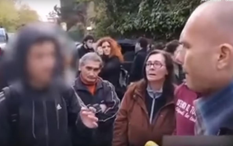 """Adolescente italiano se enfrenta a manifestación de extrema derecha: """"Lo que están haciendo es explotar la ira de la gente"""""""