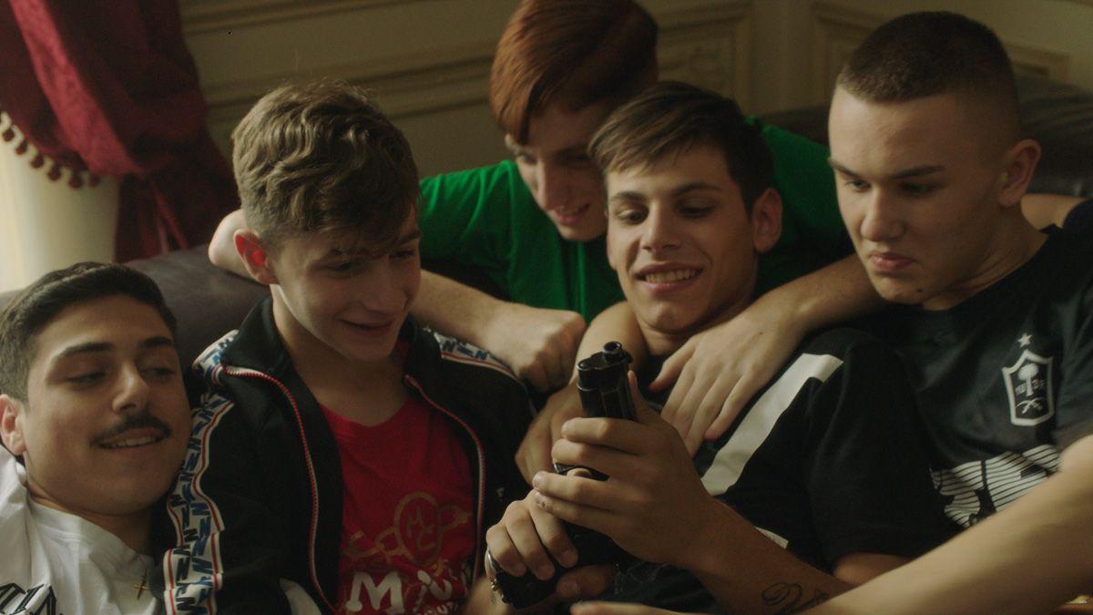 """""""Piranhas"""": La película sobre gángsters adolescentes que sacudió el Festival de Cine de Berlín"""