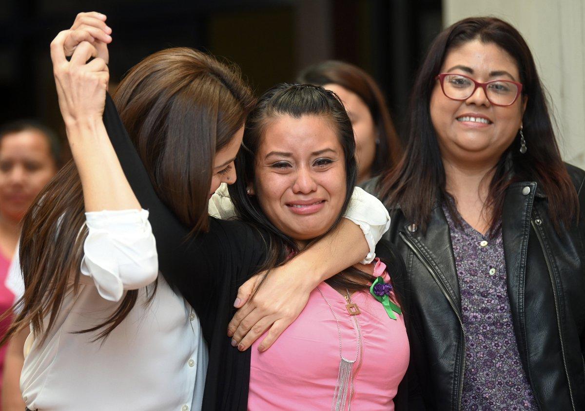 Absuelta Evelyn Hernández, la salvadoreña que fue violada y perdió su bebé durante el parto